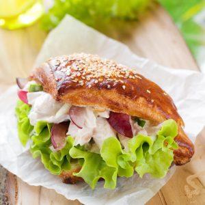 sandwich pollo y uvas